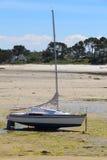 Vastgelopen boot in Korejou-haven royalty-vrije stock foto's