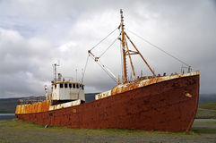Vastgelopen schip, IJsland Royalty-vrije Stock Foto's
