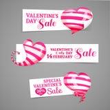 Vastgesteld ontwerp van horizontale banners, emblemen, kentekens met het decor van roze gestreepte 3d harten Goed voor de Dag van Royalty-vrije Stock Foto's