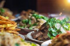 Vastgesteld voedsel die hulde betalen aan de traditie Stock Foto's