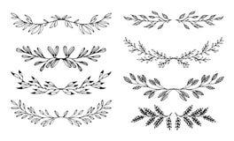 Vastgestelde bloemenhand getrokken zwarte elementen voor kaders op witte achtergrond vector illustratie