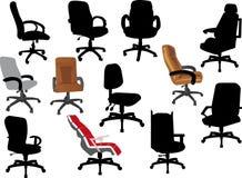 Vastgestelde bureaustoelen die op wit worden geïsoleerd Stock Foto's