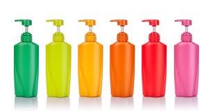 Vastgestelde lege groene, gele, roze, oranje en rode plastic pomp bottl Royalty-vrije Stock Afbeeldingen