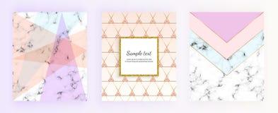 Vastgestelde marmeren geometrische ontwerpenaffiches in goud, room, lichtblauw, pastelkleurroze In achtergronden voor ontwerpenba stock illustratie