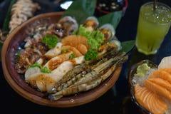 Vastgestelde Ruwe zeevruchten, BBQ zeevruchten royalty-vrije stock foto