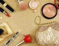 Vastgestelde schoonheidsmiddelen voor make-up - borstels en oogschaduwwen, lippenstift stock foto's
