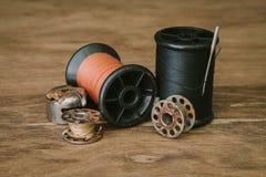 Vastgestelde spoel van draad voor het naaien en handwerk, oude spoel van draad uitstekende filter Royalty-vrije Stock Foto
