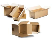 Vastgestelde stapels van kartondozen op geïsoleerde witte achtergrond Pakket met lege ruimte voor uw tekst Patroon voor levering  royalty-vrije stock foto