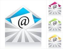 Vastgestelde enveloppen met zilveren stralen en symbool e-mail Stock Foto
