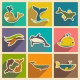 Vastgestelde vlakke pictogrammen met lange schaduwwalvissen Royalty-vrije Stock Foto