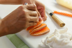 Vastklemmend Salmon Bone van Salmon Sashimi Royalty-vrije Stock Fotografie