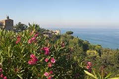 Vasto (Abruzzi, Italien) und adriatisches Meer Stockfoto