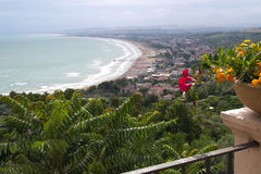 Vasto L'Abruzzo l'Italie Paysage panoramique Image stock