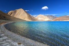 Vasto lago della montagna Immagine Stock