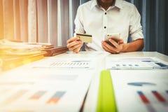 Vat en leningstarieven door de bank worden berekend die stock fotografie