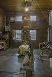 Vat het vullen ruimte in distilleerderij stock afbeelding
