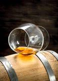 vat met een glas cognac royalty-vrije stock afbeelding