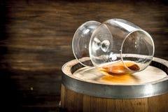vat met een glas cognac royalty-vrije stock foto's