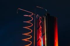Vat och metallisk spiral av exponerat rött för alkoholmaskin royaltyfri foto