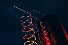 Vat och metallisk spiral av exponerat rött för alkoholmaskin royaltyfri fotografi