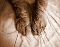 Vat vrouwelijke naakte voeten van doek samen Stock Foto's