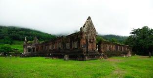 Vaten Phou fördärvar under grön säsong i Champasak, Laos Royaltyfri Bild