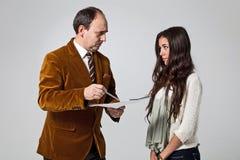 Vater, der seine Tochter schilt Stockfoto