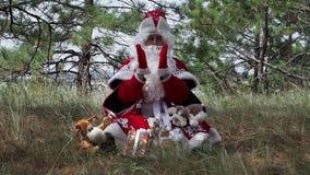 Vater Frost hat Geschenke beschworen stock video