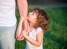 Vater mit kleiner Tochter Lizenzfreie Stockbilder