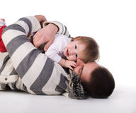 Vater mit seinem Baby. lizenzfreies stockbild