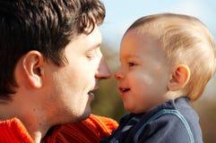 Vater mit Sohn stockfotografie