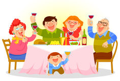 Vater, Mutter und Kinder, die eine große Pizza essen Lizenzfreie Stockfotos