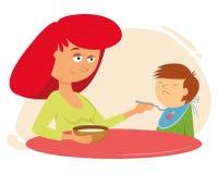 Vater, Mutter und Kinder, die eine große Pizza essen Mutter speist das Kind Stockfotos