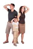 Vater, Sohn und Mutter suchen heraus nach etwas Stockfotos
