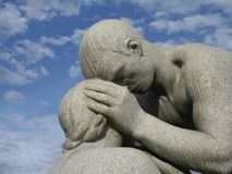 Vater-/Tochter-Statue Lizenzfreies Stockfoto