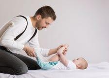 Vater und Baby lizenzfreie stockbilder