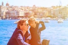 Vater und kleine Sohnreise in Europa Stockbild