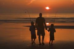 Vater und Söhne lizenzfreie stockfotos