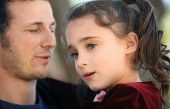 Vater und sein Mädchen Stockfotos