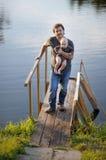 Vater und sein Sohn Stockfotos