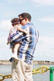 Vater und seine kleine Tochter Stockbilder