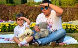 Vater und seine kleine Tochter Stockfotografie