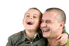 Vater und Sohn, die den Spaß, getrennt auf Weiß hat Lizenzfreie Stockbilder