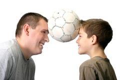 Vater und Sohn - spielend Stockfoto