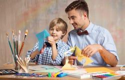 Vater- und Sohnausschnittpapier Lizenzfreie Stockfotografie