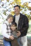 Vater und Töchter lizenzfreie stockbilder