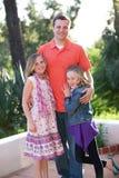 Vater und Töchter Stockbild