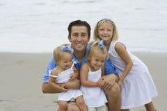 Vater und Töchter Stockfoto