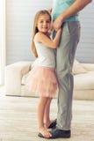 Vater und Tochter lizenzfreie stockbilder