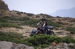 Vater und Tochter auf einem ATV Lizenzfreie Stockfotos